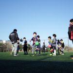 ボールと戯れるのが上達のコツ 低学年クラス練習風景